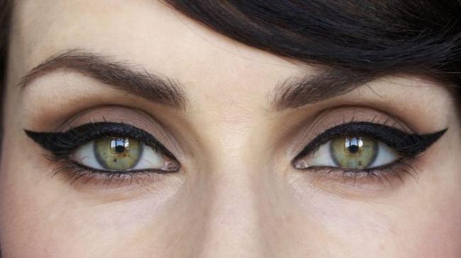 cat-eyeliner-look-700x392.jpg
