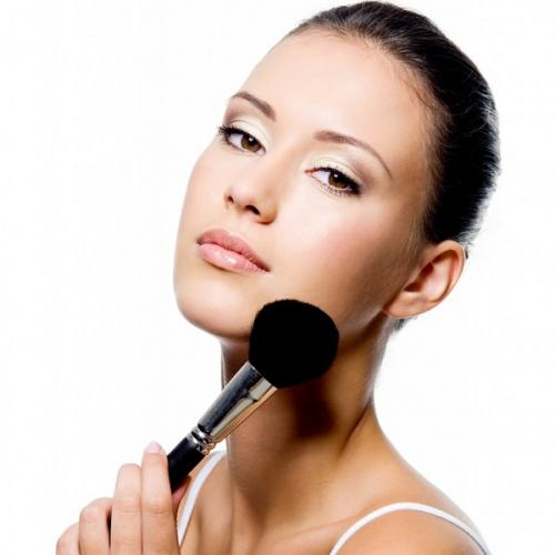 woman-applying-powder-on-forehead-with-brush-©-Valua-Vitaly-26818314-864x1024.jpg