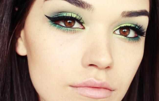 makijazh-zelenimi-teniami.jpg